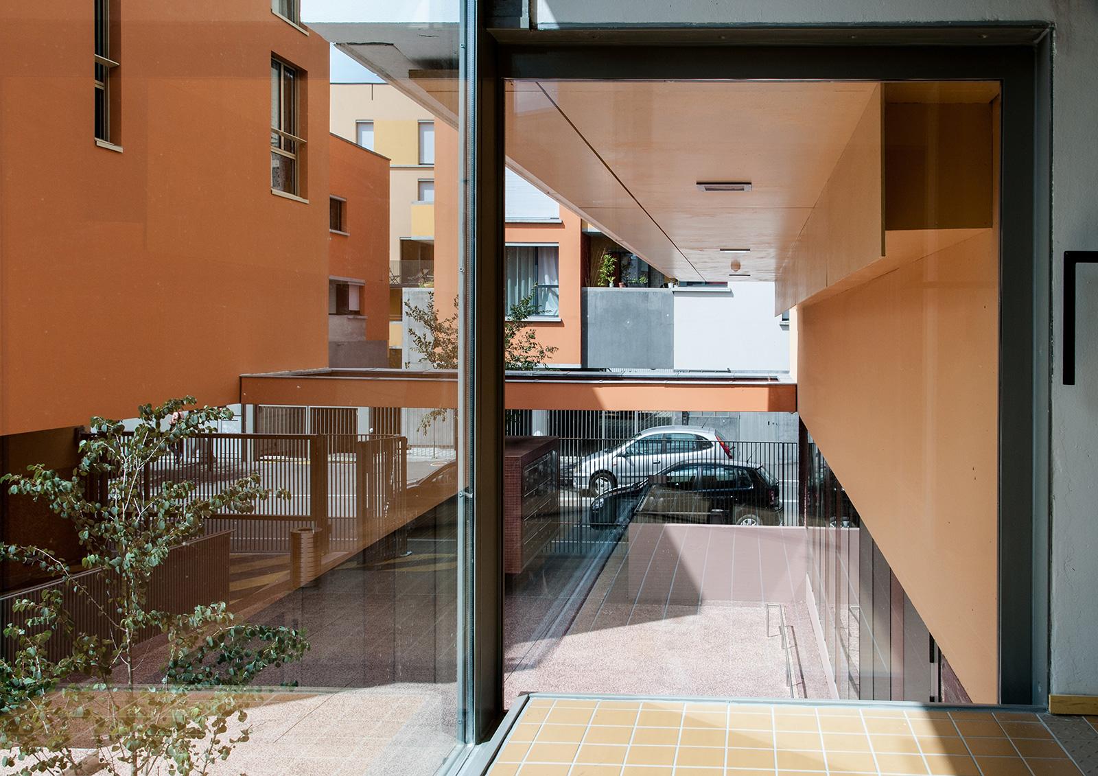 06-germe-et-jam-RJC-rennes-immeuble-cartier-parties-communes-cage-escalier-sur-cour