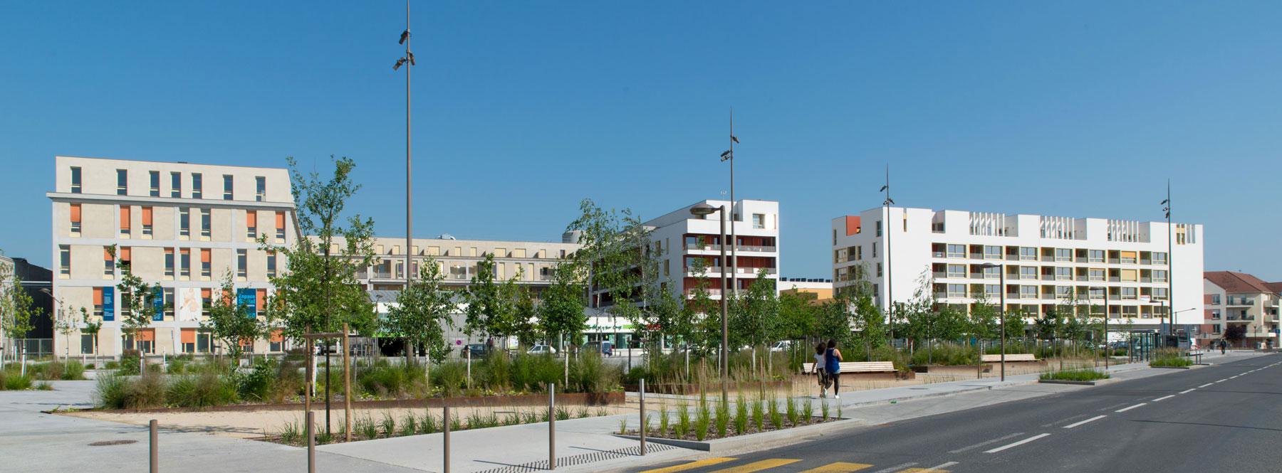 Place Garcia Lorca à Bretigny : deux opérations de l'atelier JAM