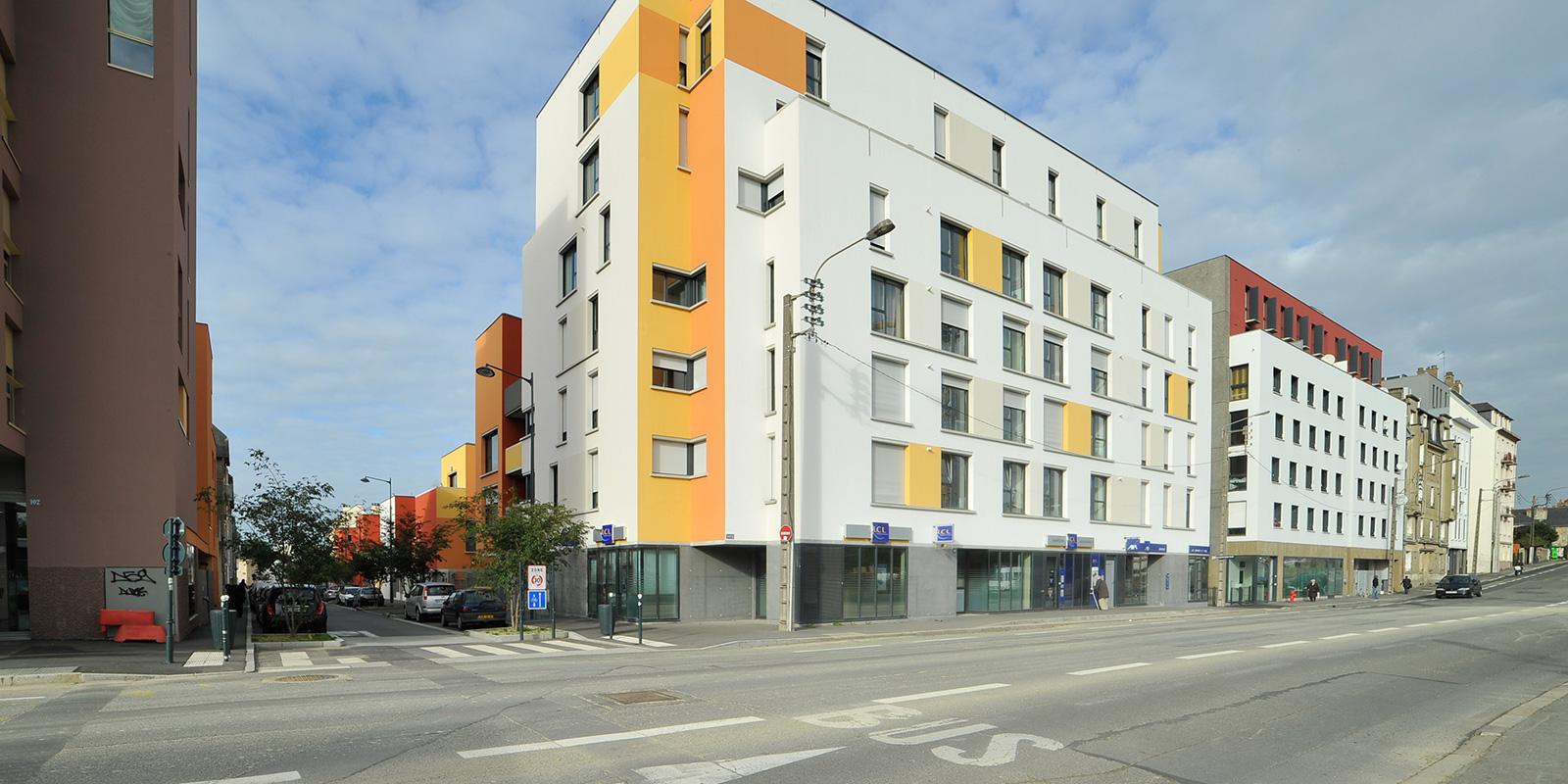 La nouvelle échelle bâtie de la rue de l'Alma – Architectes germe&JAM (à gauche), Cornu (à droite), Dunet (à droite 2ème plan)