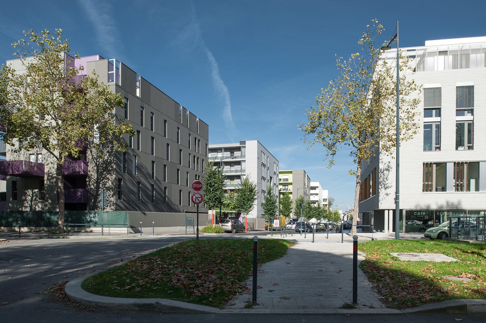 La rue nouvelle depuis le sud - architectes : Gilet (1er plan droite), Gaudin  (1er plan gauche)