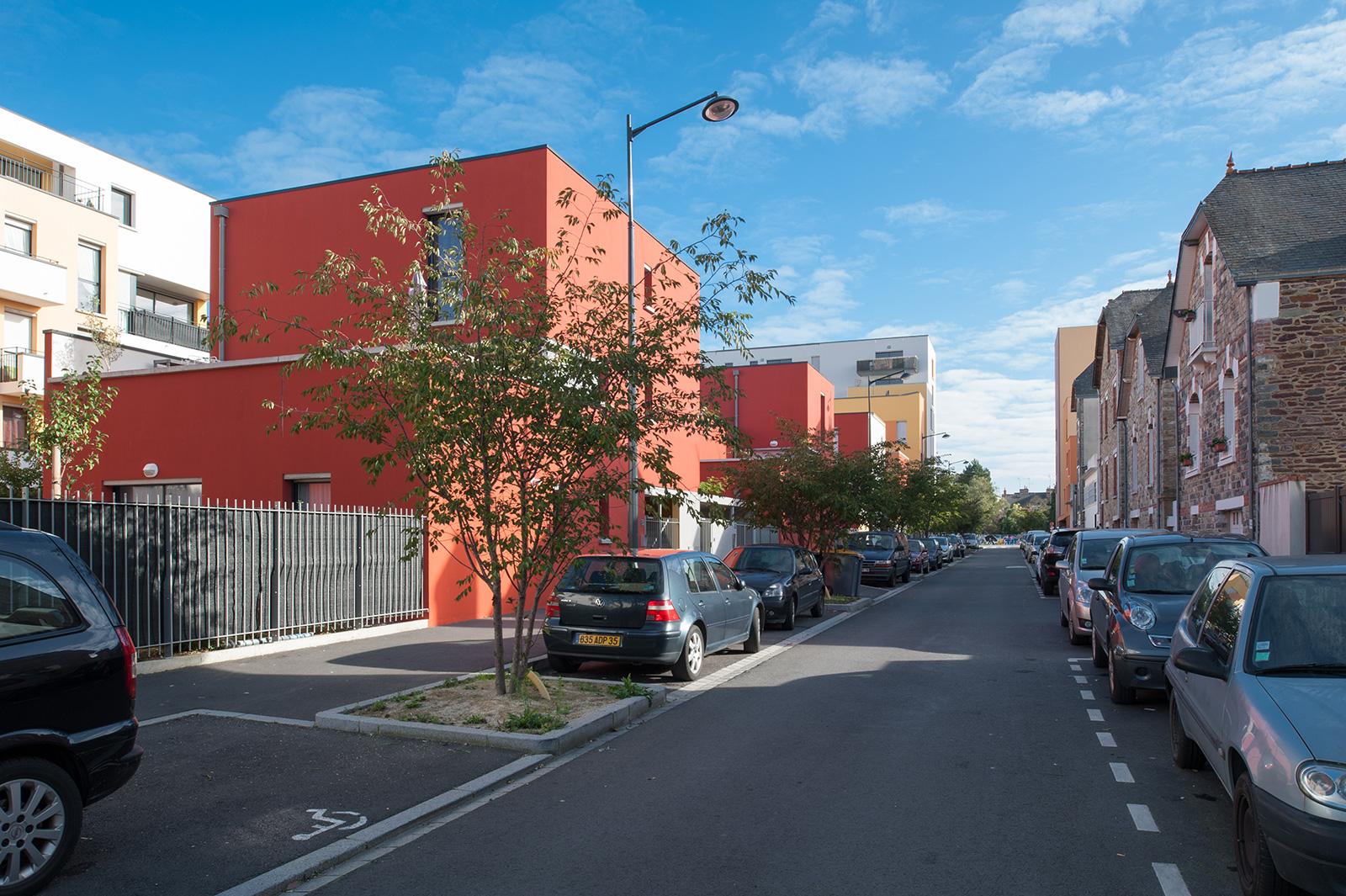 Architectes : Dunet (gauche), Cornu (arrière plan gauche), germe&JAM (arrière plan droite)